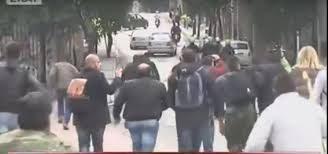 Grecia: Il popolo insegue le squadre antisommossa del Regime.