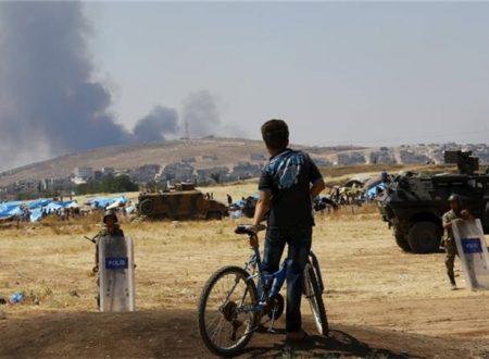 Difesa Russa: città siriana sotto attacco di combattenti provenienti dalla Turchia