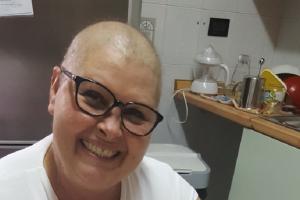Approvare cura salva-vita biologica per mia madre, 48 anni, affetta da timoma mediastico