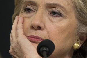 Hillary Clinton ordinava omicidi coi Droni dal cellulare personale, lo rivelano le email
