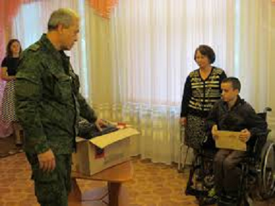 Sepolto dagli scandali, la fine vergognosa di Poroshenko… e intanto bombarda Donetsk