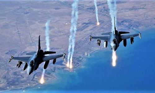 Raqqa: L'aviazione USA bombarda i civili col Fosforo Bianco