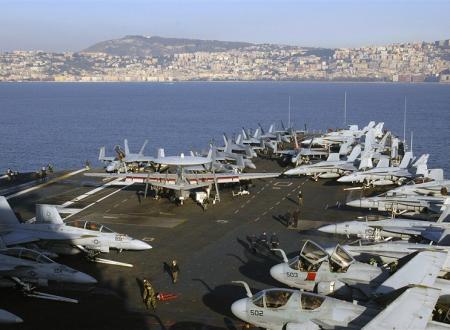 Naples, War Hub in the Mediterranean Sea/Napoli, Hub di guerra nel Mar Mediterraneo