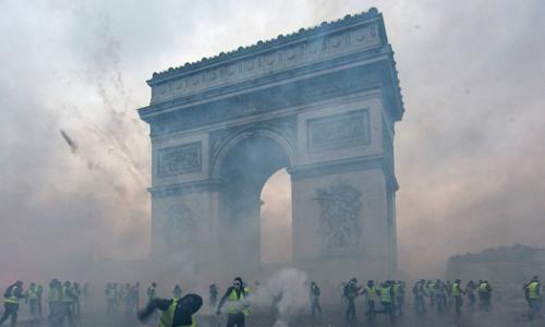 La Francia sta lentamente precipitando nel caos di Guy Millière